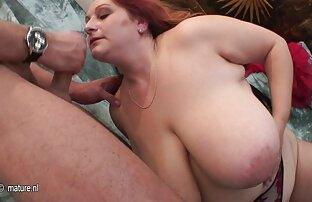 الجمال تنزيل سكسي فيديو مع النظارات تدعو رجل إلى غرفتها